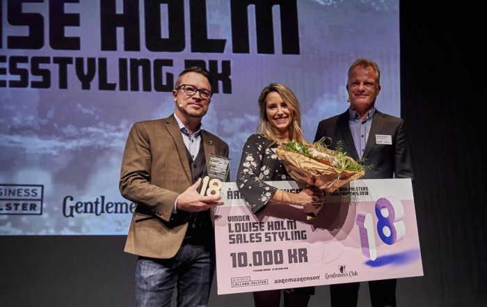 Overrækkelse af Lolland-Falster Årets Iværksætter 2018 til Louise Holm indehaver af Salesstyling
