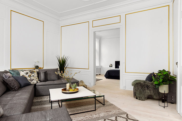 Komplet indretning af Saelsstyling i herskabslejlighed. Boligstyling med grå sofa fra BoConcept.